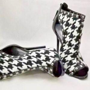 Bebe houndstooth peep toe stiletto 7M shootie boot